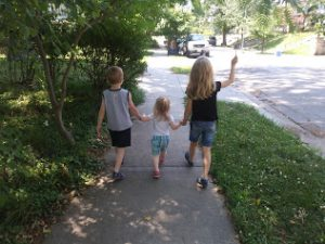 Hamm kids on a walk